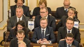 Nově zvolení poslanci poprvé usedli do lavic