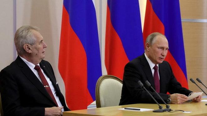 Miloš Zeman s Putinem v Soči (21.11.2017).