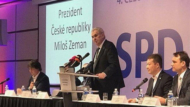 Prezident Zeman vystoupil na 4. konferenci SPD, po jeho boku tak můžeme vidět Radima Fialu, Tomia Okamuru nebo Miloslava Roznera