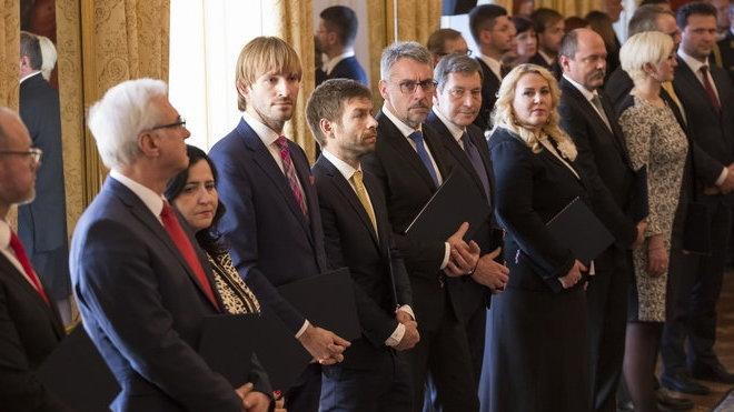 Jak dlouho budou zemi spravovat ministři v demisi?