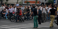 Při zásahu proti demonstrantům v Teheránu zemřeli tři policisté - anotační obrázek