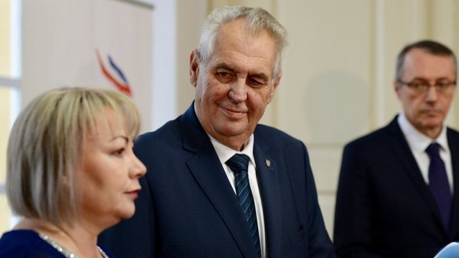 Miloš Zeman i jeho manželka Ivana Zemanová o jakémkoliv vedení aktivní kampaně mlčí.