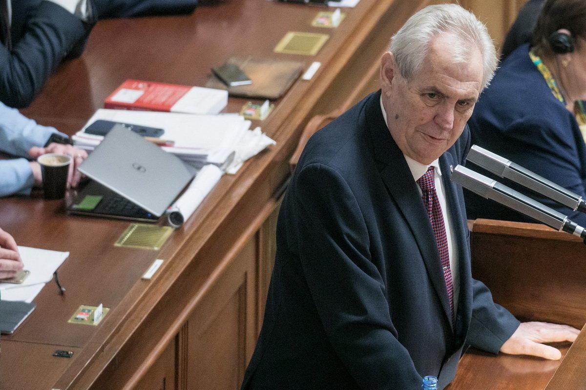 Prezidentem by se stal Zeman, tvrdí průzkum - anotační obrázek