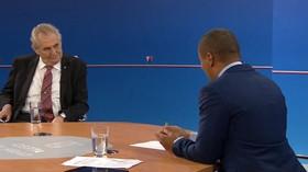 Komentář: Zeman ovládl první debatu, rozdrtil v ní rozpačitého Korantenga - anotační foto