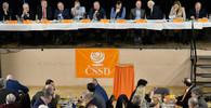 ŽIVĚ: ČSSD rozhoduje o své budoucnosti a volí si nové vedení - anotační obrázek