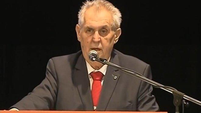 Zeman zahájil jednodenní sjezd sociálních demokrat s jasným sdělením: Podílejte se na vládě!