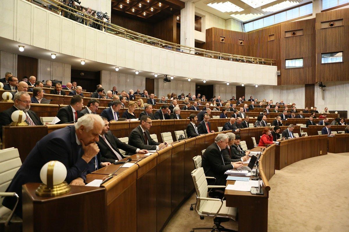 Na Slovensku chtějí prosadit nižší penze pro někdejší komunisty