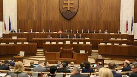 Slovenská vládní koalice čelí novým sporům, jednání sněmovny bylo odloženo