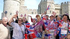 Britové oslavují svatbu Harryho a Meghan