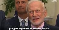 Buzz Aldrin nestačil dělat obličeje u řeči Donalda Trumpa