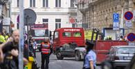 OBRAZEM: V Praze spadla část budovy, pohřbila několik lidí - anotační obrázek