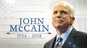 Amerika se loučí se senátorem McCainem