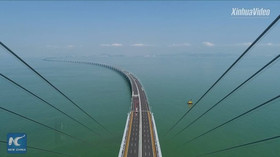Čína otevřela nejdelší most přes moře. Stavěli ho devět let, má 55 kilometrů - anotační foto