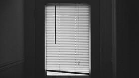 Skryté nebezpečí v domácnosti. Žaluzie jsou doslova smrtící past, varují experti - anotační foto