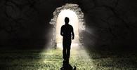 Leží na konci tunelu světlo?