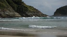 Strašidelný nález na pobřeží. Bouře Dennis vyplavila loď duchů - anotační foto