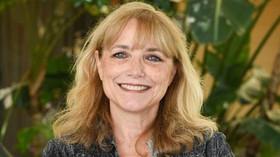 Marion Ravenwood (Karen Allen)