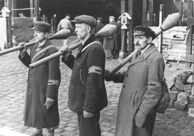 Volkssturm s Panzerfausty, Berlín, březen 1945