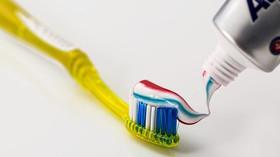 Vyčistit a vypláchnout: Své zuby si pravděpodobně čistíte celý život špatně - anotační foto