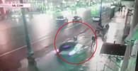 Řidič smetl v Petrohradu lidi na chodníku! Dva mrtví (24.2.2019).