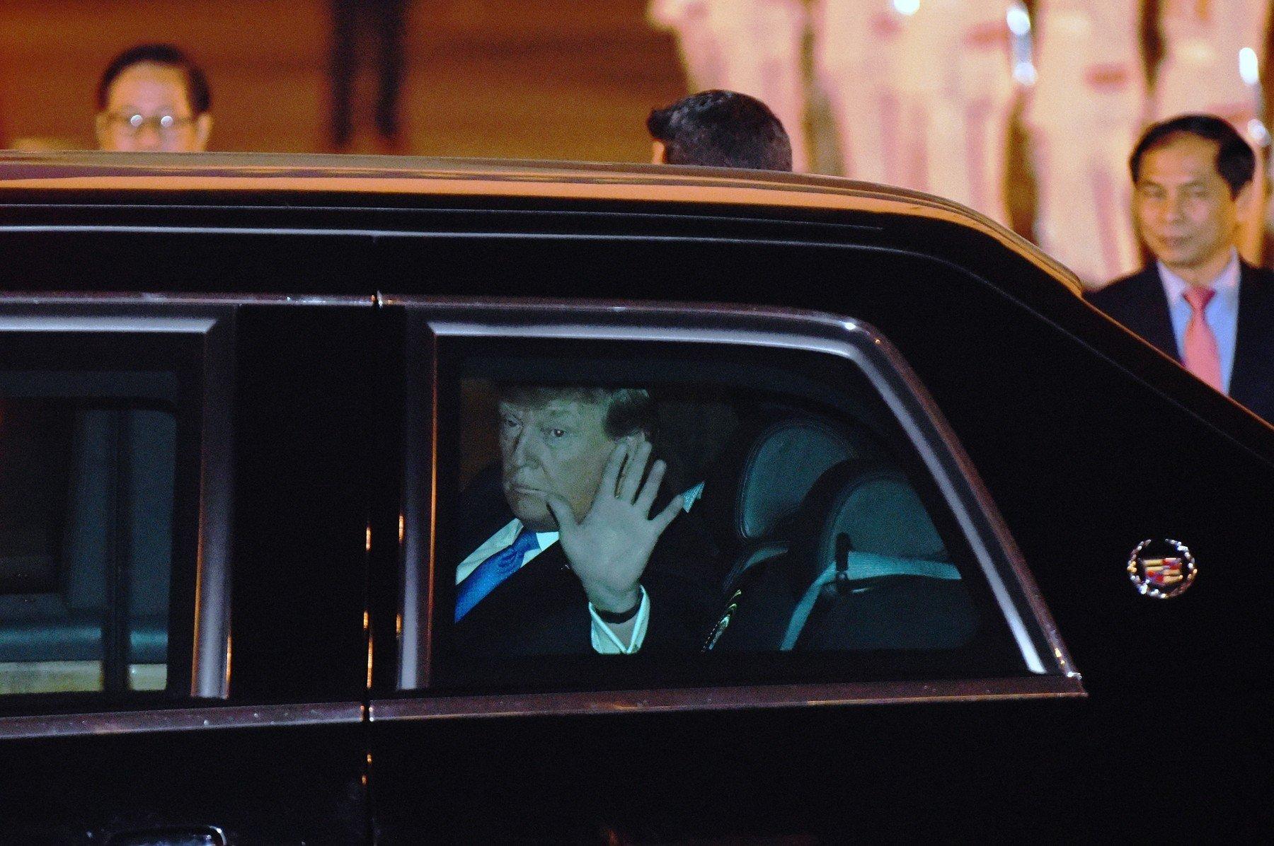 Donald Trump přiletěl do Hanoje