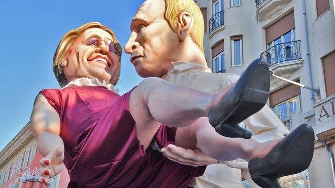 Karneval v Riu 2019: Depardieu v náruči Putina
