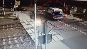 vlak srazil sanitku v Polsku (3. 5. 2019)