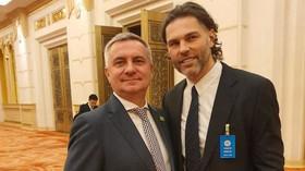 Jágr čelí kritice kvůli fotce s Mynářem