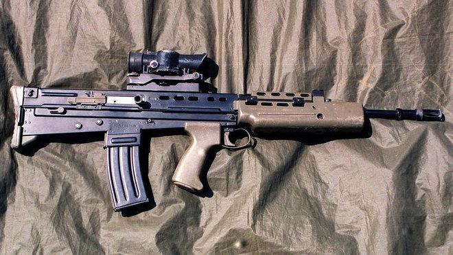 útočná puška L85A1