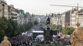 Na Václavském náměstí se sešly desetitisíce lidí