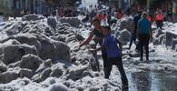 Kroupy pokryly Guadalajaru až 1,5 metru silnou vrstvou ledu