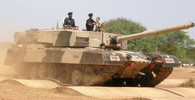 """Děsivý tank ARJUN: """"Mírotvůrce"""" nebo nejhorší OSTUDA na světě? - anotační foto"""