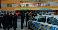Útok ve Fakultní nemocnici v Ostravě. Střelec zabil několik lidí - anotační foto