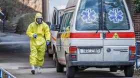 Počet nakažených v Česku překročil 2700. 16 lidí zemřelo - anotační foto