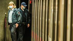 Češi bojují proti koronaviru rouškami a respirátory