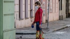 Roušky povinné i venku. Slovensko se kvůli covidu vrací k tvrdým restrikcím - anotační foto