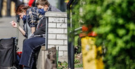 Nová opatření: Od pondělí zákaz akcí uvnitř nad 10 lidí, venku nad 20 - anotační foto