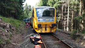 Na Karlovarsku se srazily vlaky, jsou desítky zraněných i dva mrtví - anotační foto