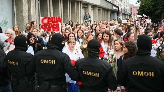 V Minsku se protestního Pochodu žen účastní několik tisíc lidí