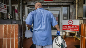 Počet úmrtí s covidem překonal 2000. Dnes 7698 nakažených - anotační foto