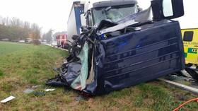 Při srážce kamionu a dodávky na Pardubicku zemřeli čtyři lidé