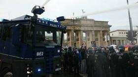 V Berlíně demonstrovaly tisíce odpůrců karanténních opatření