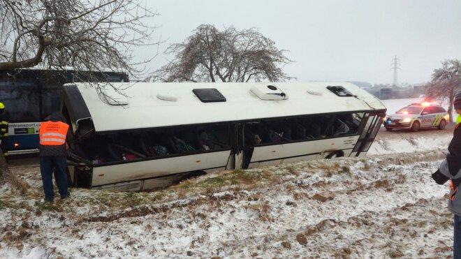 Nehoda autobusu na Jihlavsku (4.12.2020)