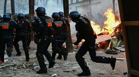 Na pařížském protestu proti policejní brutalitě propuklo násilí