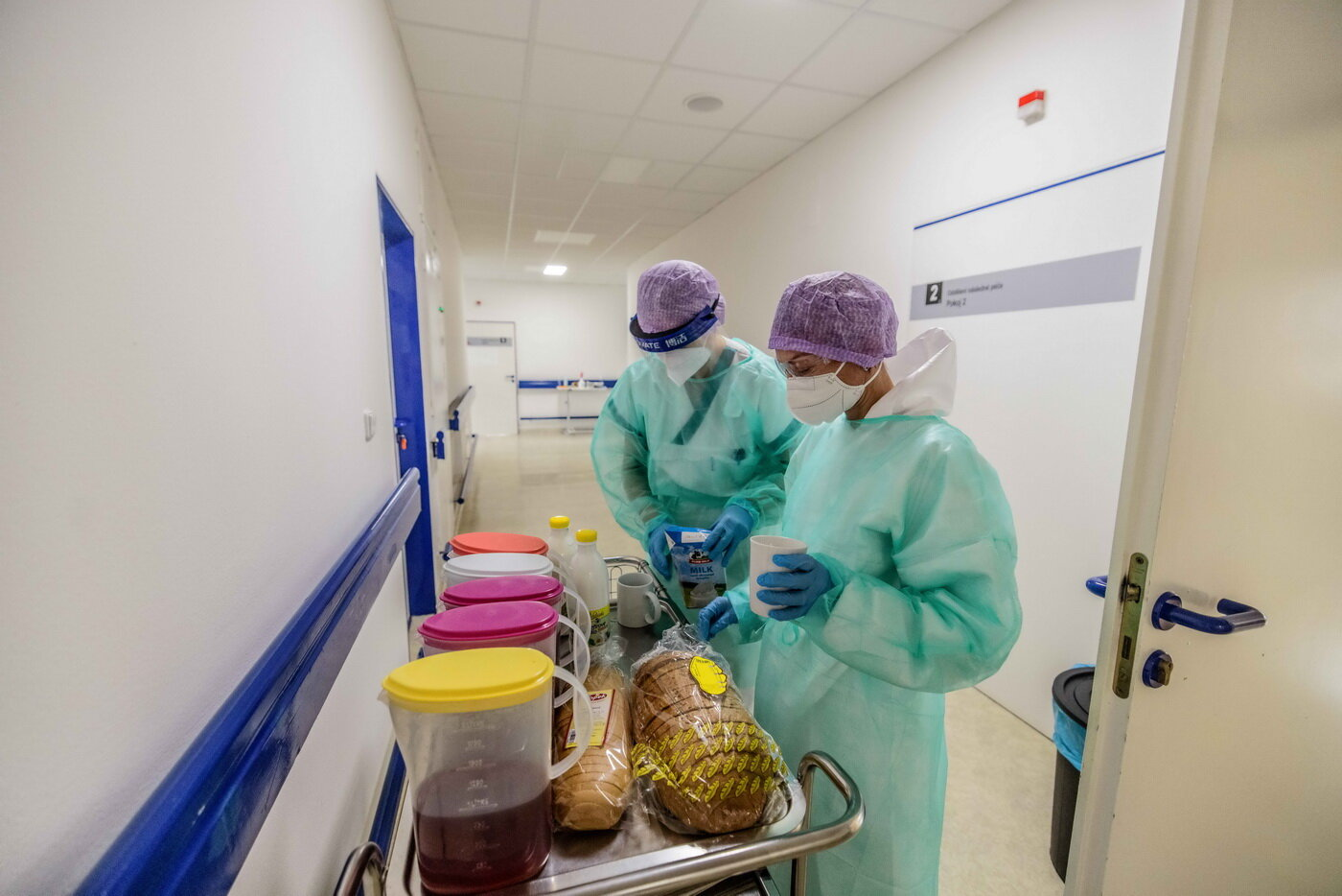 Nemocnice už mají peníze na vyplacení odměn zdravotníkům