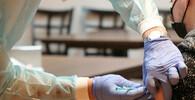 K očkování se po půlnočním výpadku do rána registrovalo 100.000 lidí 40+ - anotační obrázek