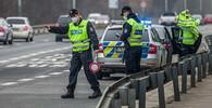 Policie na Karvinsku zastavila autobusy mířící na demonstraci do Prahy - anotační foto