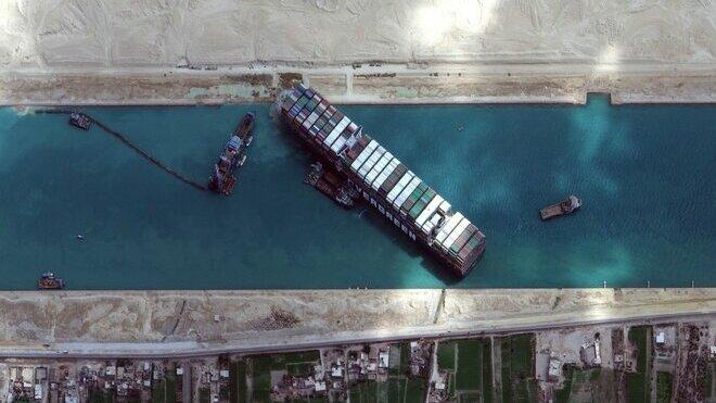 Loď Ever Given takto blokovala Suezský průplav týden