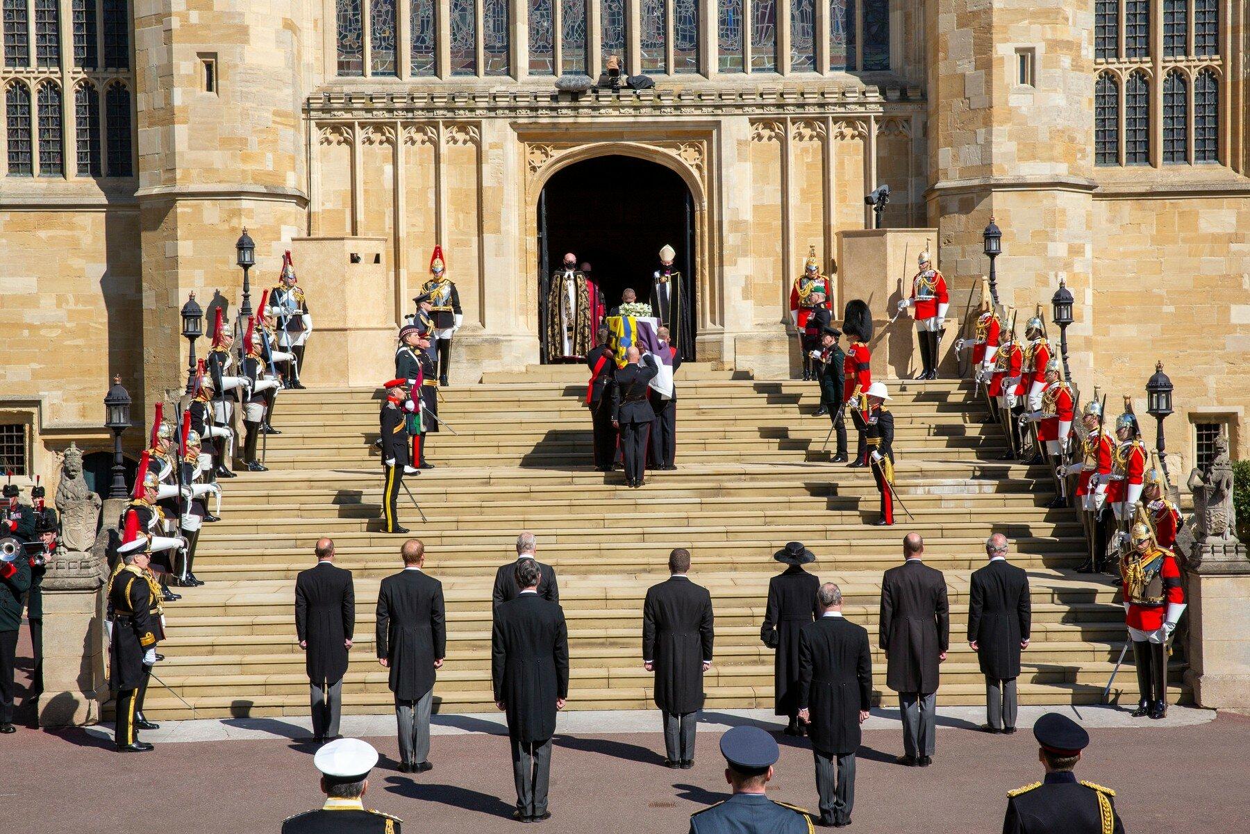 Na hradu Windsor byl pohřben princ Philip, manžel královny Alžběty II. - anotační foto