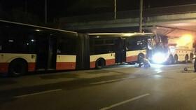 Při havárii autobusu hromadné dopravy se v Brně zranilo 11 lidí